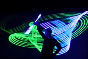 Licht Jongleur Light Painter Lightpainting Show Leinup Agentur 02