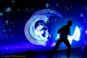 Licht Jongleur Light Painter Lightpainting Show Leinup Agentur 03