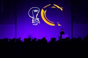 Licht Jongleur Lightpainting Show bei Leinup Künstleragentur bild2